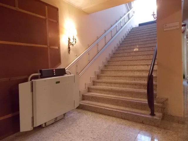 A plataforma acoplada à escadaria